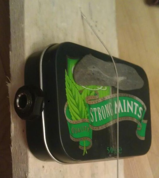 Picture of Piezo pickup made from an empty mint tin